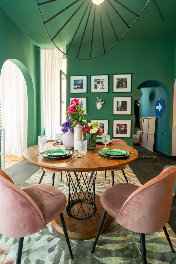 Apartament cu trei camere Calea Victoriei - acasă la arh. Larisa Rățoi - living verde masă rotundă (2)