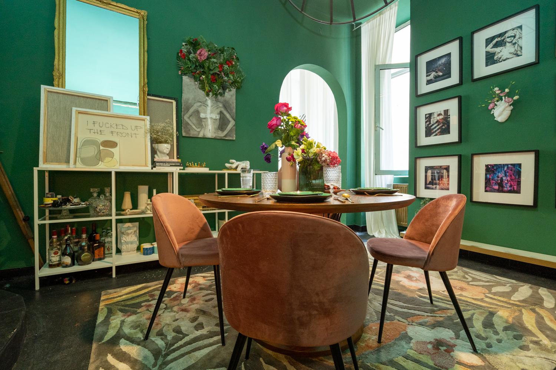 Apartament cu trei camere Calea Victoriei - acasă la arh. Larisa Rățoi - living verde tablouri