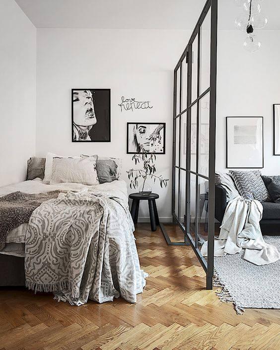 Poți delimita creativ patul de zona de living