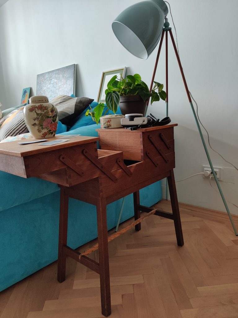 apartament eclectic cu piese second hand