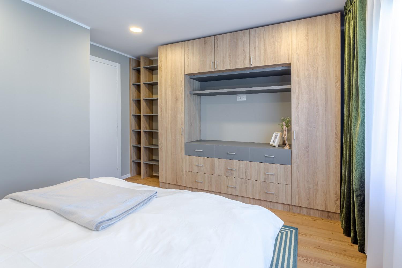 Amenajare dormitor modern gri_arh. Cristiana Zgripcea (4)