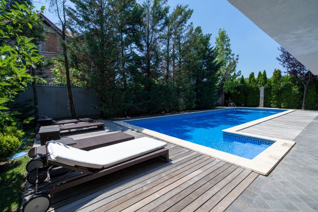 casă cu piscină