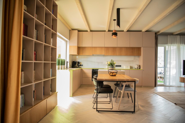 Living cu bucătărie open space - penthouse Baia Mare_arh. Raul Șerban Hangar 7586 (14)