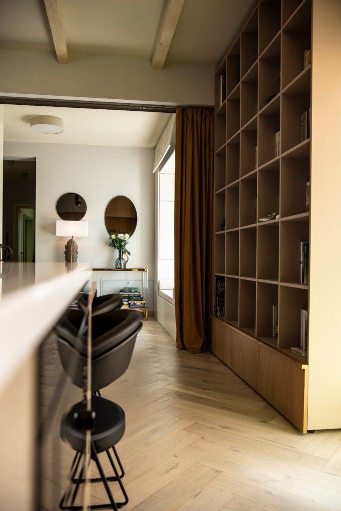 Living cu bucătărie open space - penthouse Baia Mare_designer Raul Șerban Hangar 7586 (12)