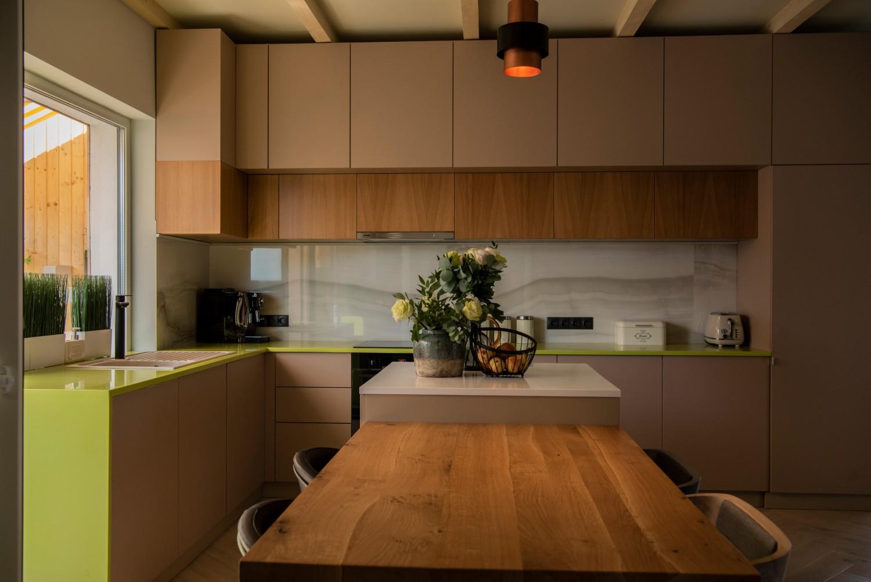 Living cu bucătărie open space - penthouse Baia Mare_designer Raul Șerban Hangar 7586 (8)