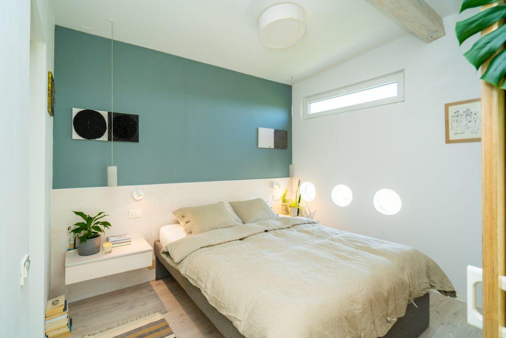 casă pe pământ dormitor