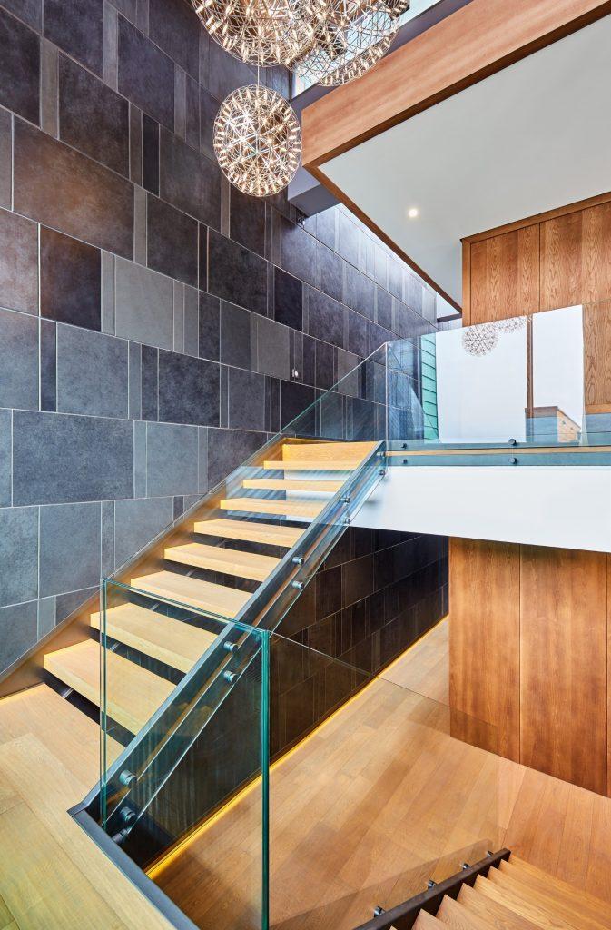 Scara interioara lemn sticla ardezie_loft duplex Brasov_In Situ (3)