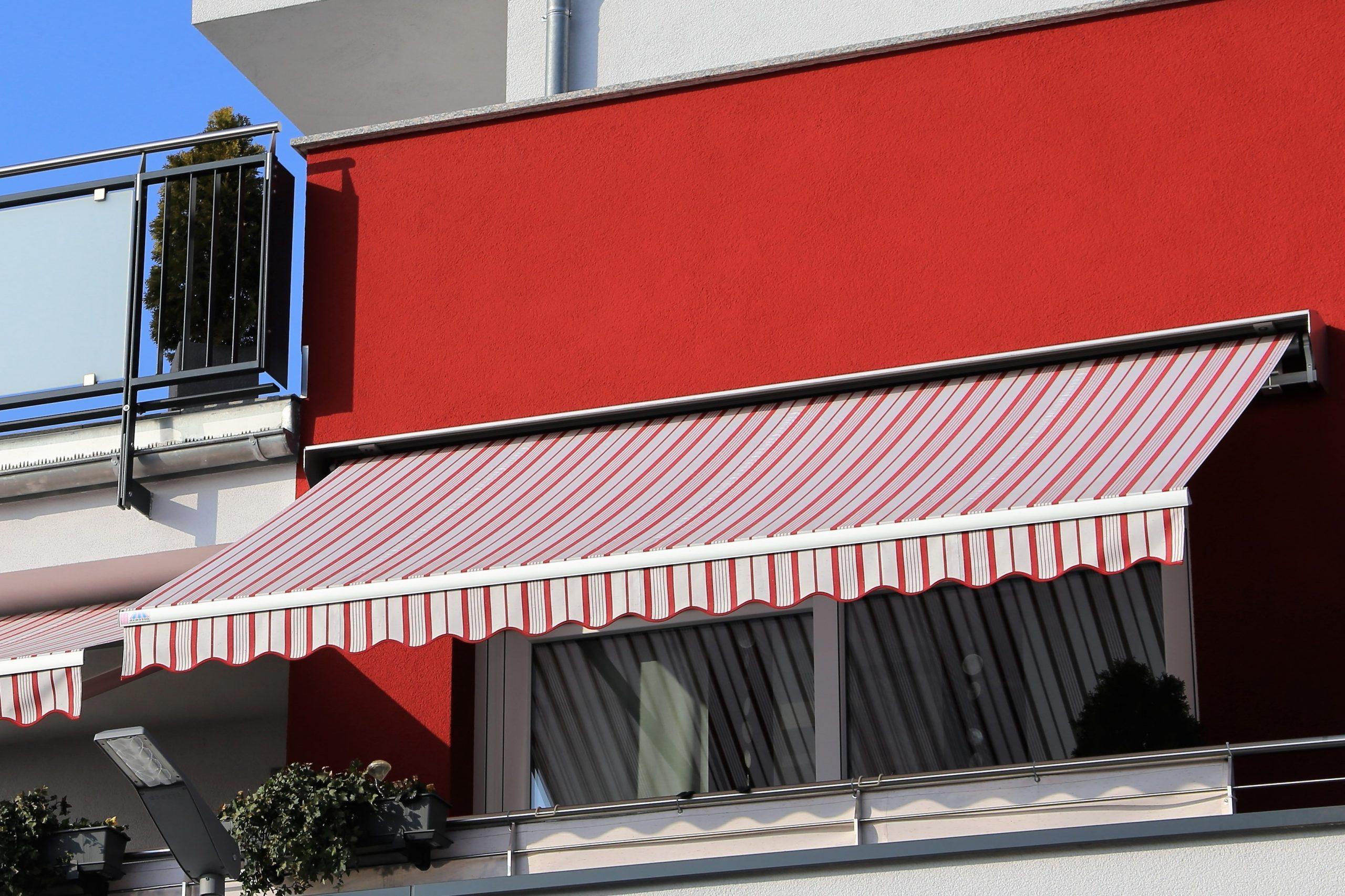 soluții umbrire balcon marchiză