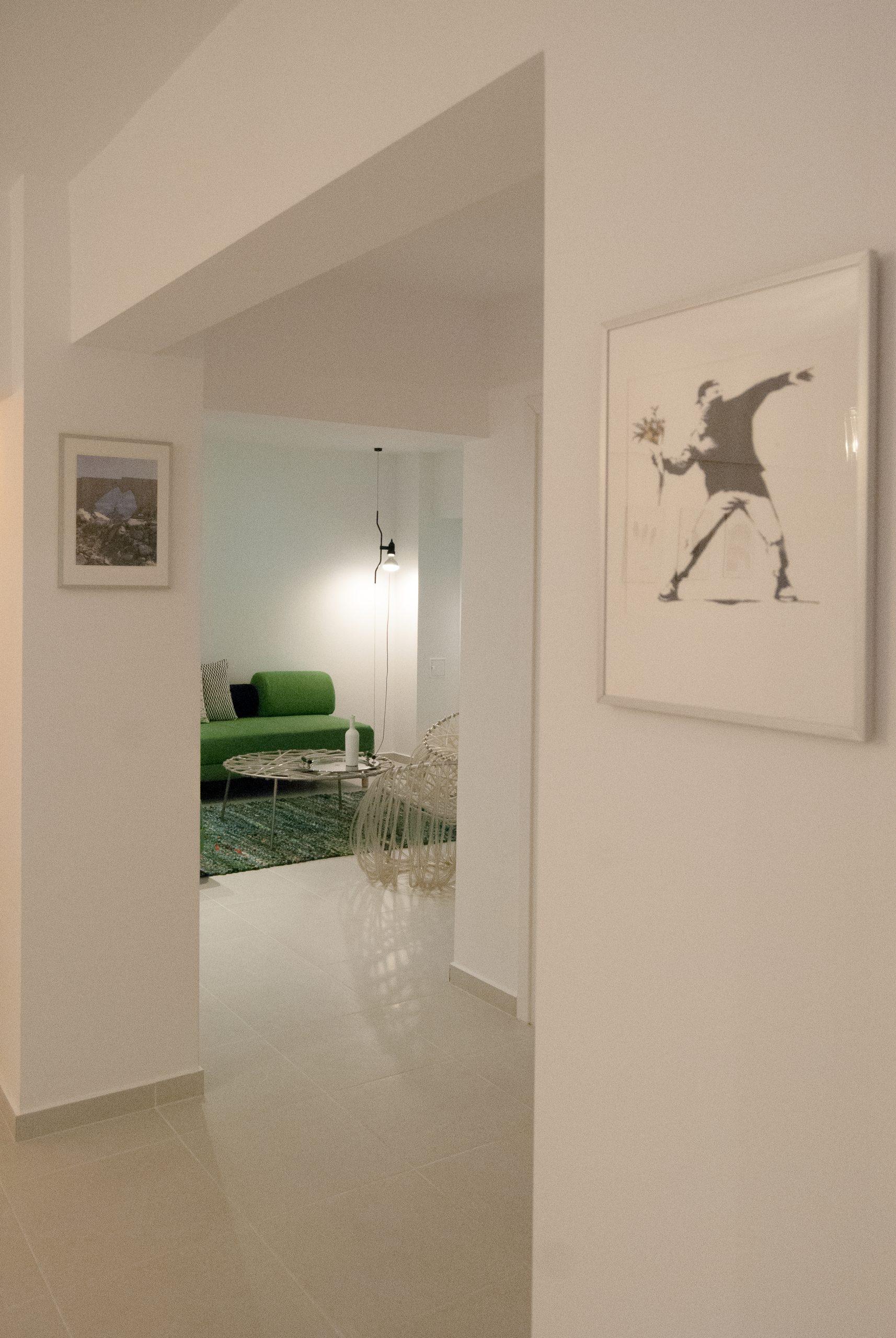 living hol alb canapea verde apartament sector 6