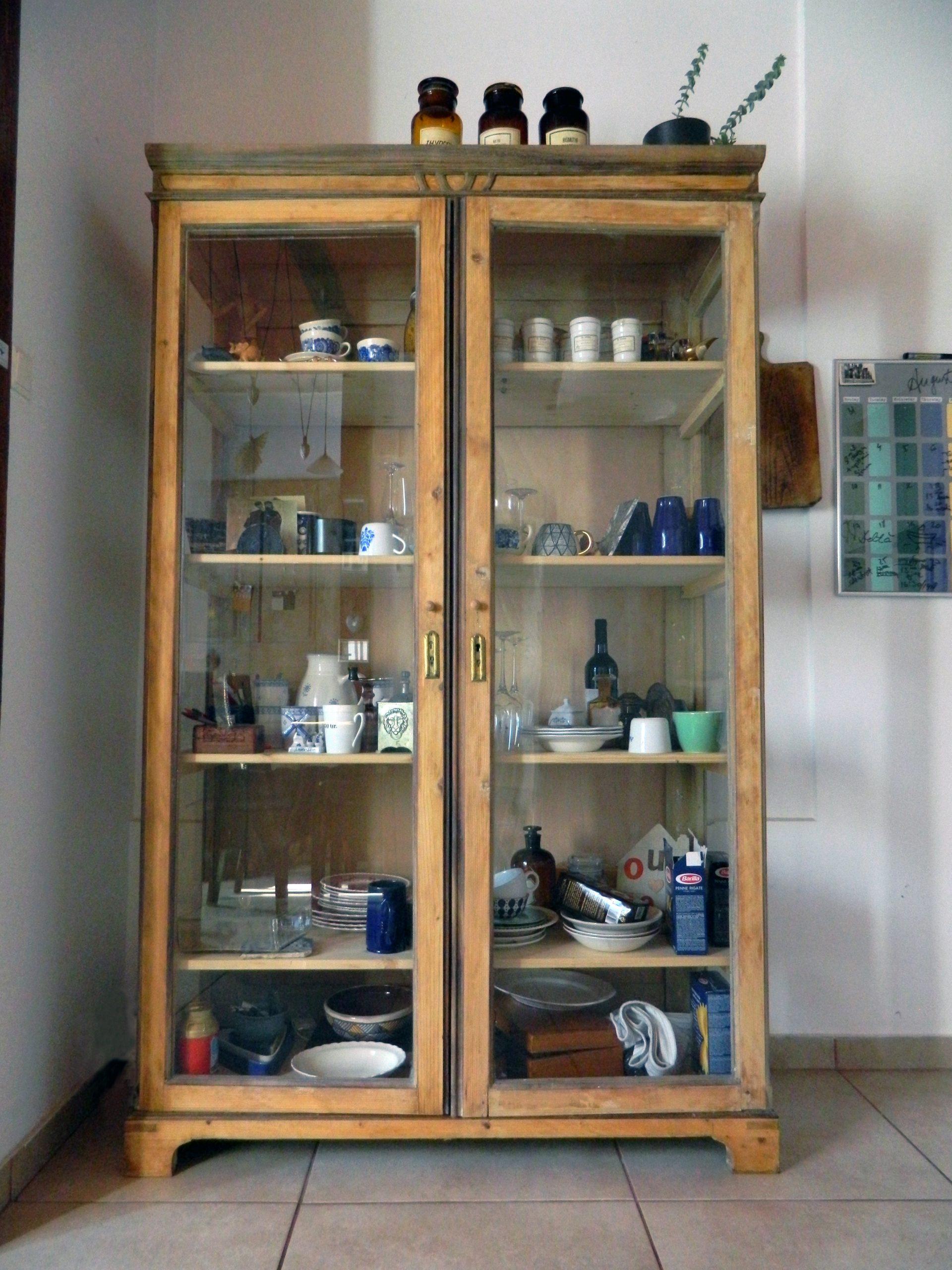 vitrina restaurata bucatarie