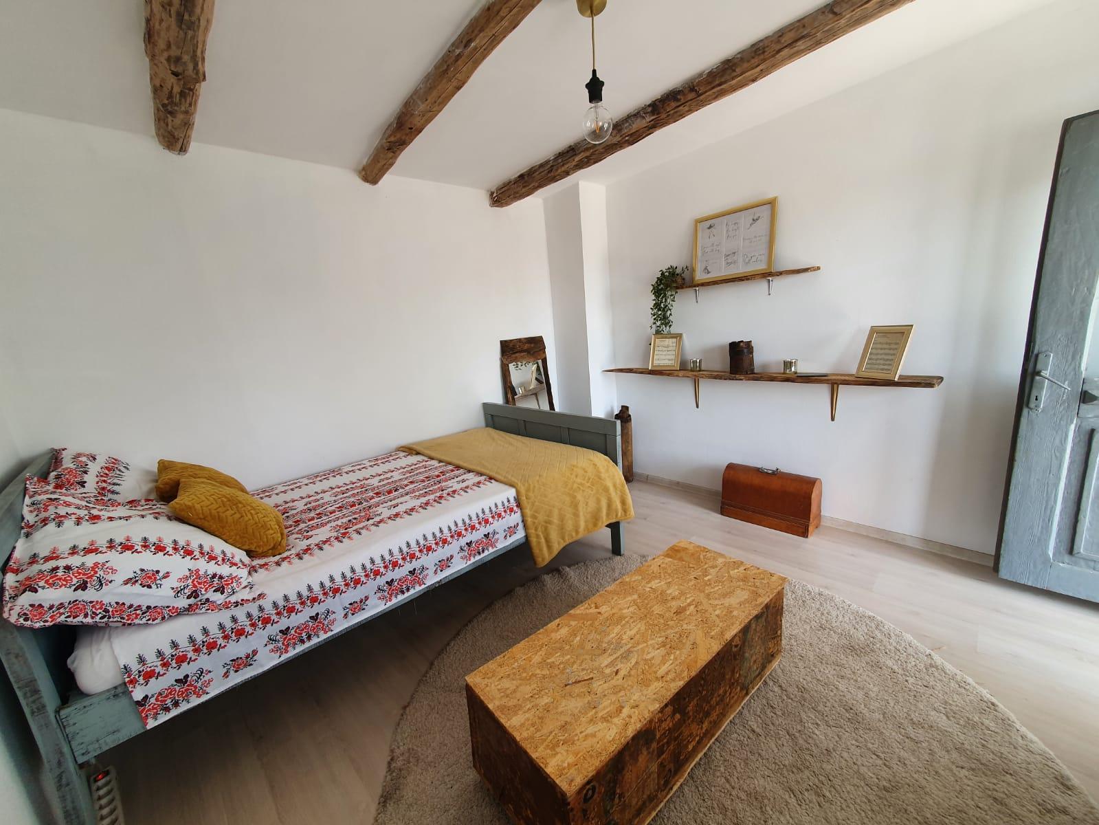casă sat Vâlcea dormitor ladă zestre