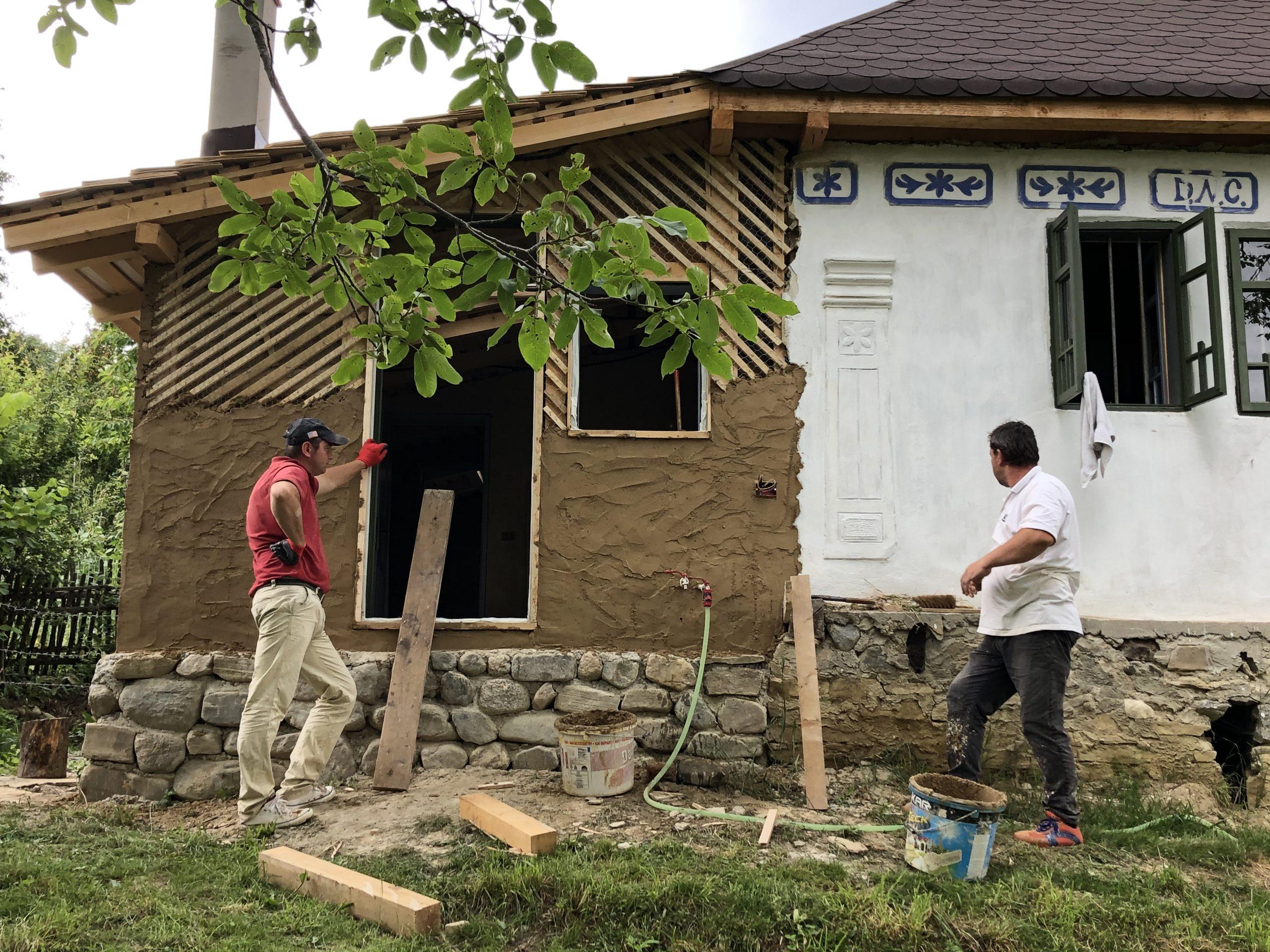 Dona și Vali lucrează deja de doi ani la casă