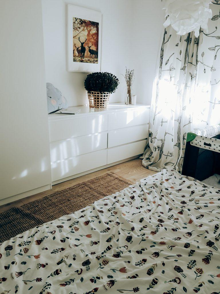 dormitorul de jos