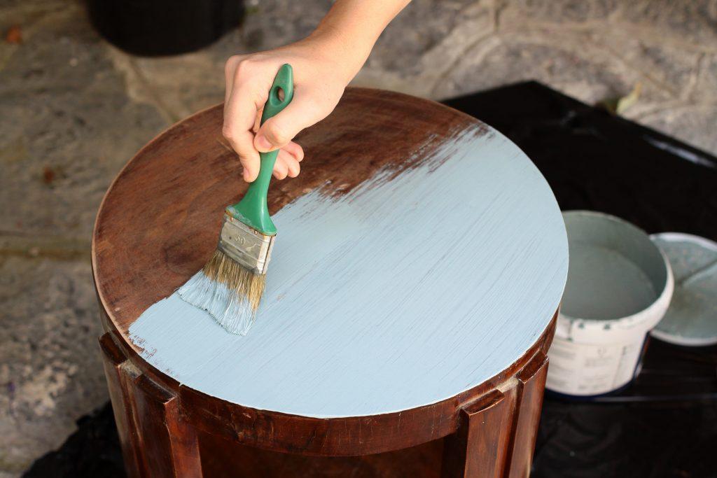 Ai grijă să folosești o vopsea destinată special suprafețelor din lemn
