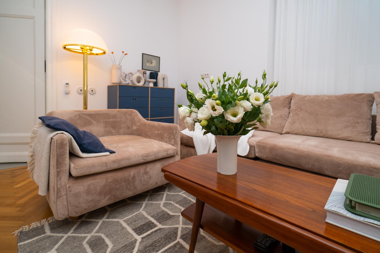 mobilă vintage canapea si masa