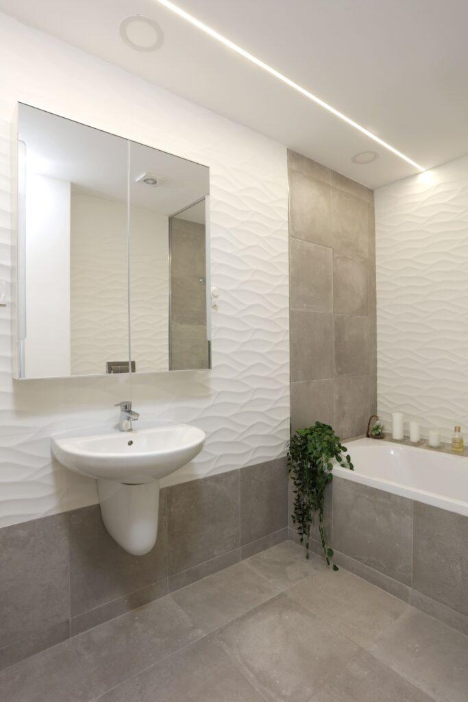 Amenajare baie alb si gri designer Cristian Patrascu (1)
