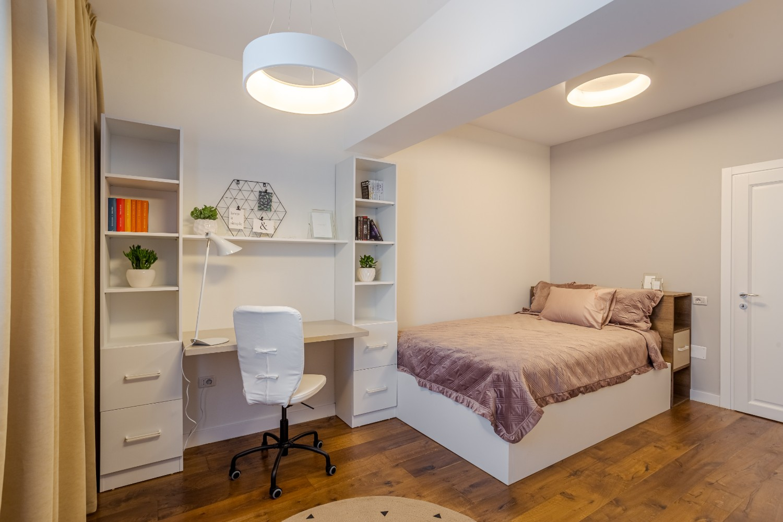 Dormitor fetita roz si galben
