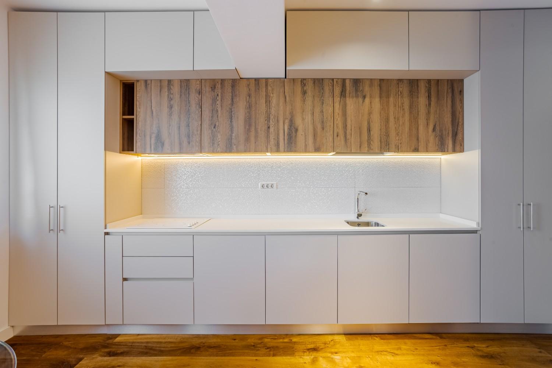 spatii depozitare Apartament modern Ramnicu Valcea - amenajare bucatarie Cristiana Zgripcea (1)