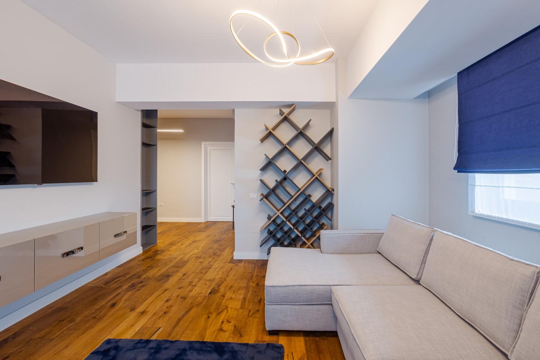 Apartament modern Ramnicu Valcea - amenajare living cu albastru arh. Cristiana Zgripcea (1)