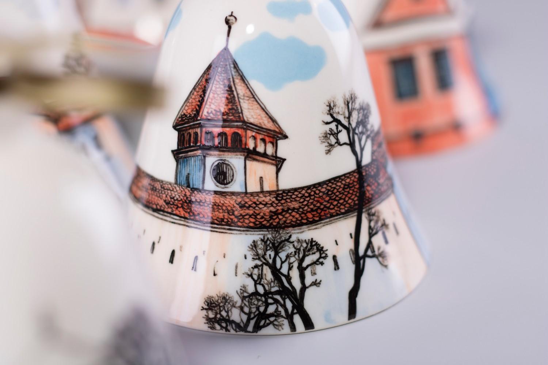 Clopotei pictati cu case din Transilvania - portelan pictat Ceramic Sparrow (1)