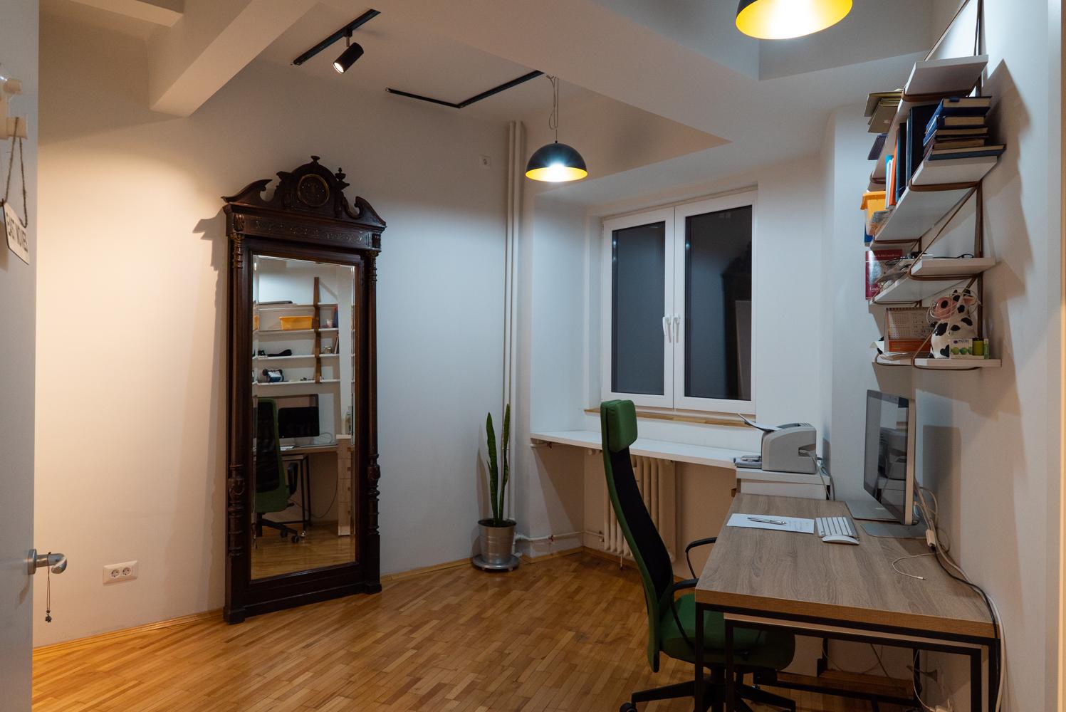 Renovare apartament vechi Universitate - birou Cristina