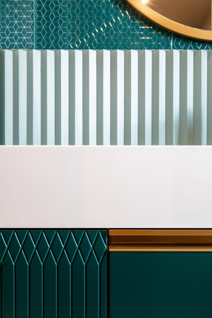 Baie mobilier verde cu detalii aurii - AITO (1)
