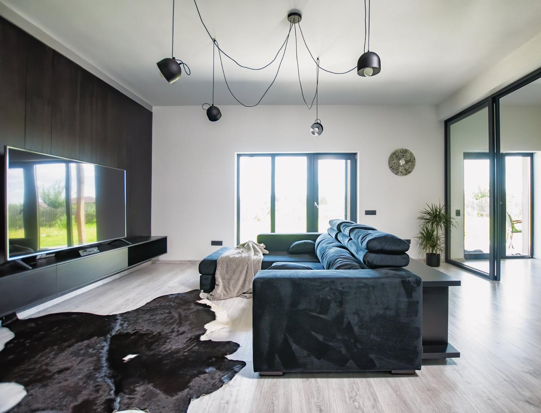 culoarea negru Living culori închise - amenajare casă Iași - decor negru modern (1)