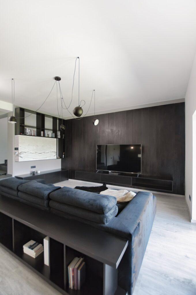 Living culori închise - amenajare casă Iași - decor negru modern (2)