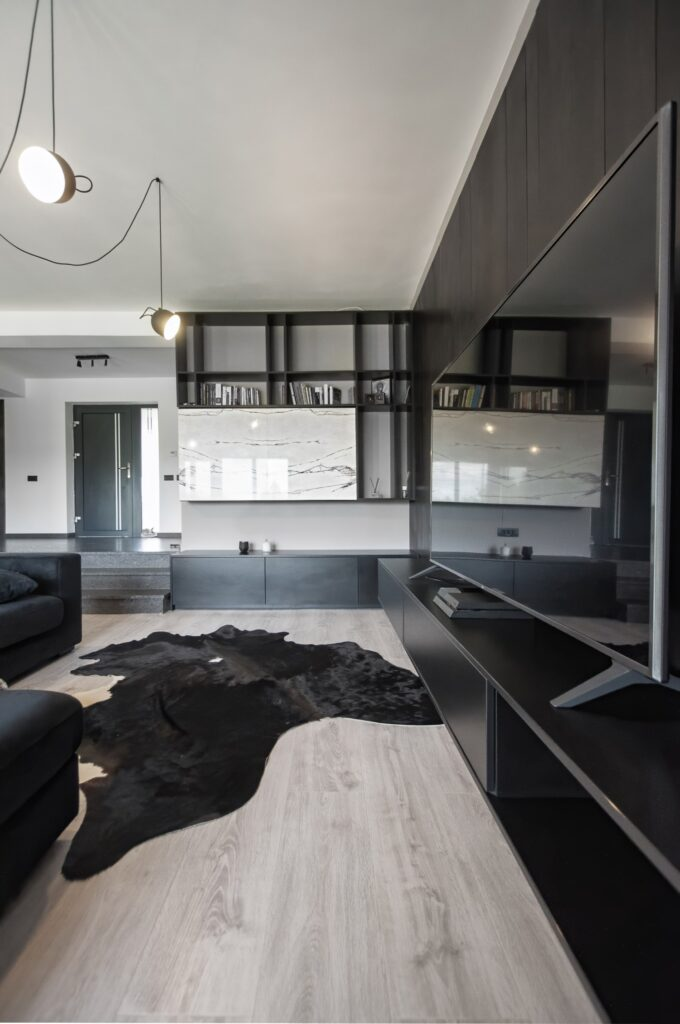 Living culori închise - amenajare casă Iași - decor negru modern (4)