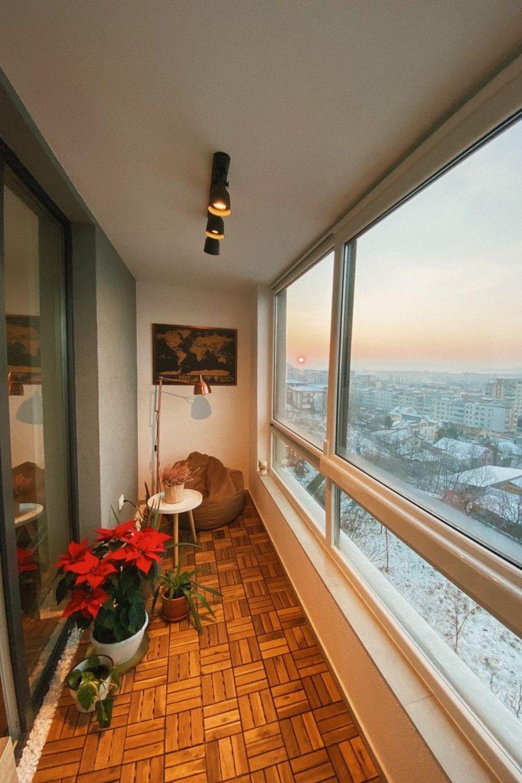 apartament la mansardă Balconul este colțul preferat al proprietarei.