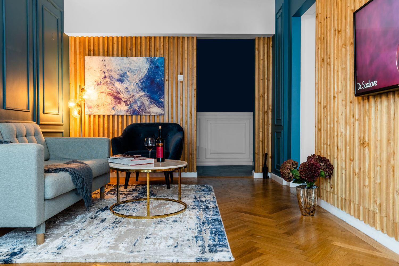 living albastru parchet lemn masiv