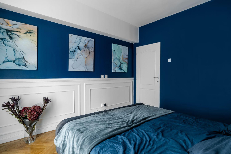 perete tablouri dormitor albastru apartament piata romana
