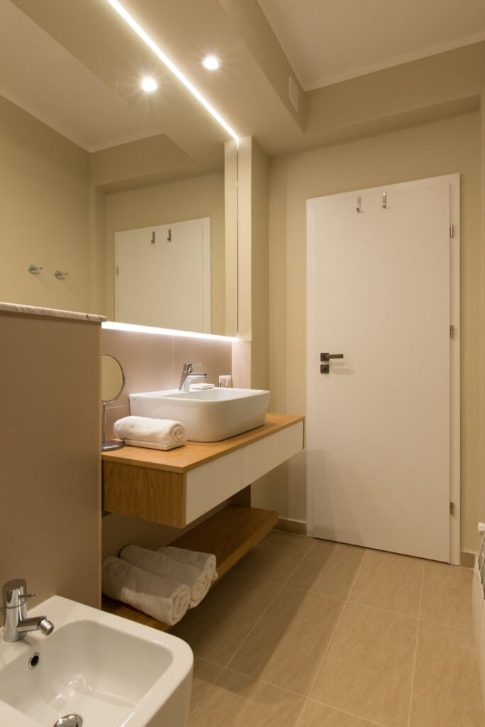 Baie - Renovare apartament mic Bucuresti KiwiStudio (2)