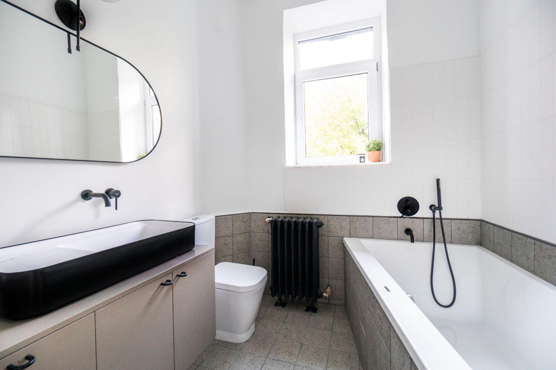 Baie moderna - renovare apartament vechi Amzei Kanso Design arh. Andra Bica (4)