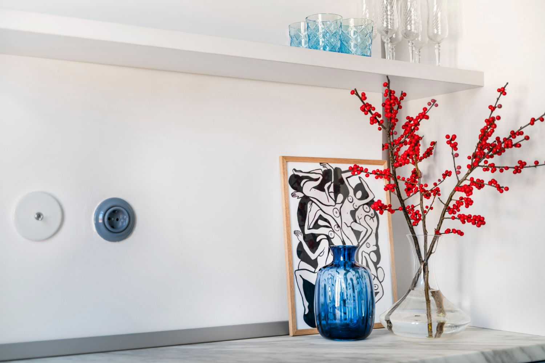 Bucatarie alb si bleu - renovare apartament vechi Amzei - Kanso Design arh. Andra Bica (4)