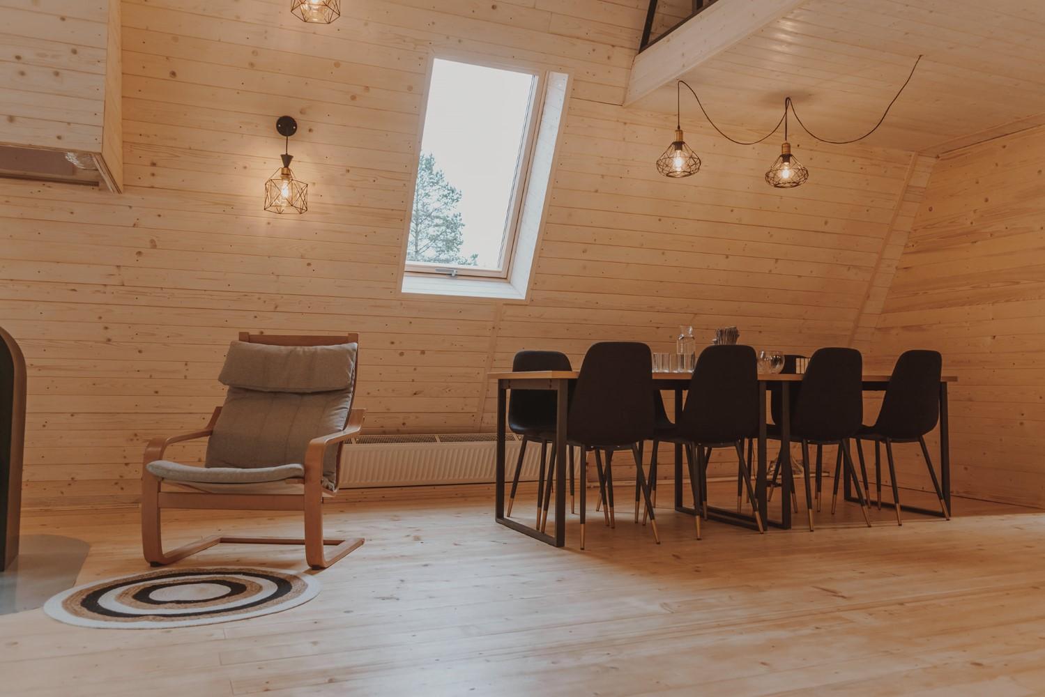 Toate piesele de mobilier au fost achiziționate de la JYSK și IKEA