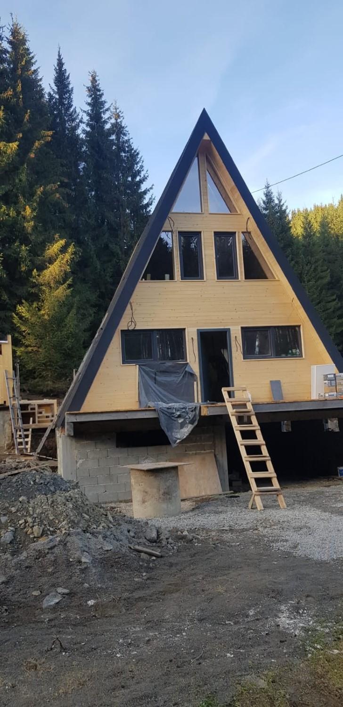 Construcția cabanei a durat un an și jumătate și a fost finalizată în decembrie 2020