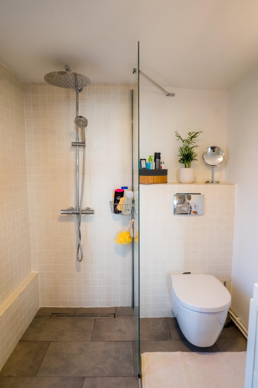 Baia și camera copilului sunt identice ca dimensiuni și au 5.8 metri pătrați.