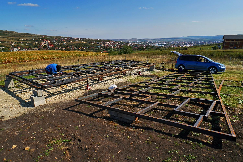 casa pe roti Alin a lucrat 75% singur la construcția casei, dar a cerut ajutorul unui structurist pe partea de rezistență