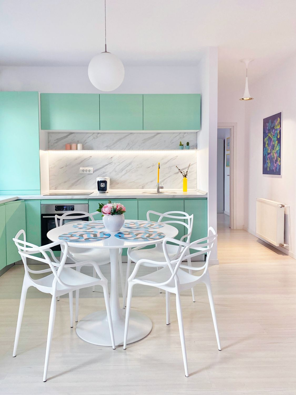 bucatarie masa dining apartament pastelat bubble house