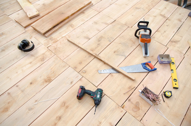 unelte podea terasa din lemn