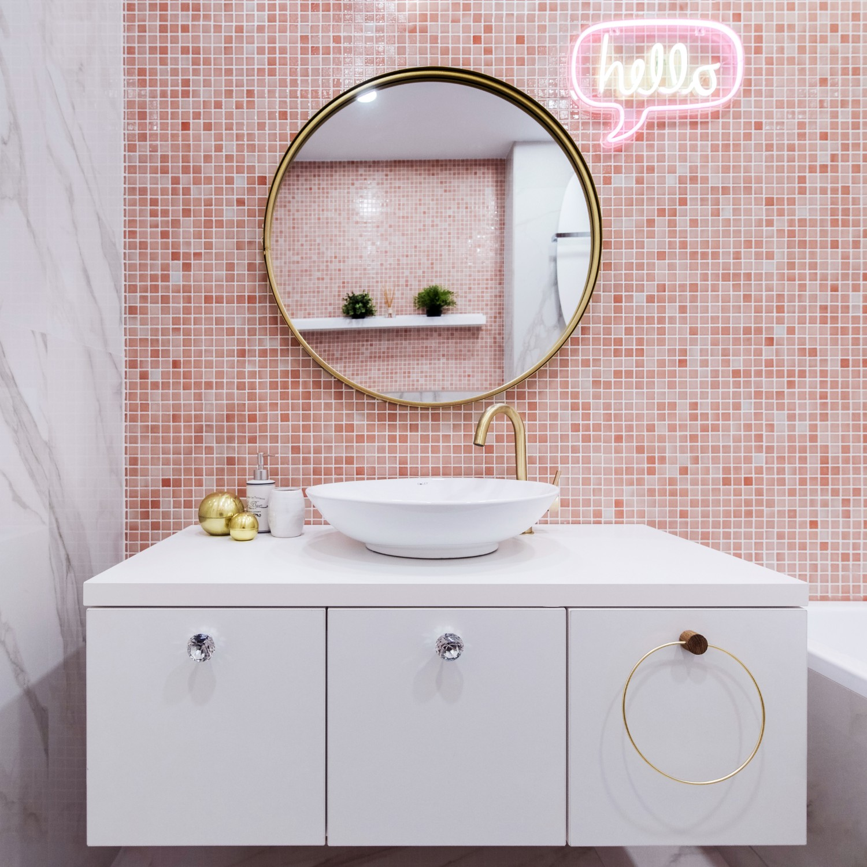 Amenajare baie roz_mozaic_semn hello_baie fetita_Studio 2 (1)