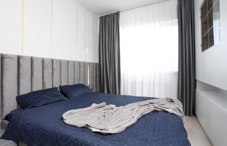 dormitor tablie cat peretele