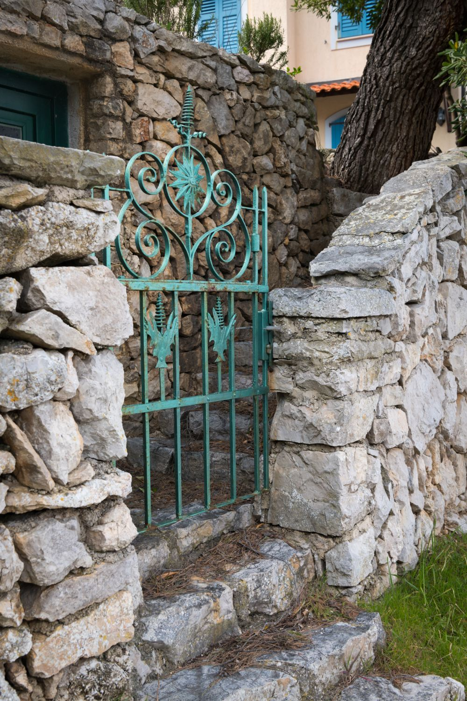 materiale gradina rustica