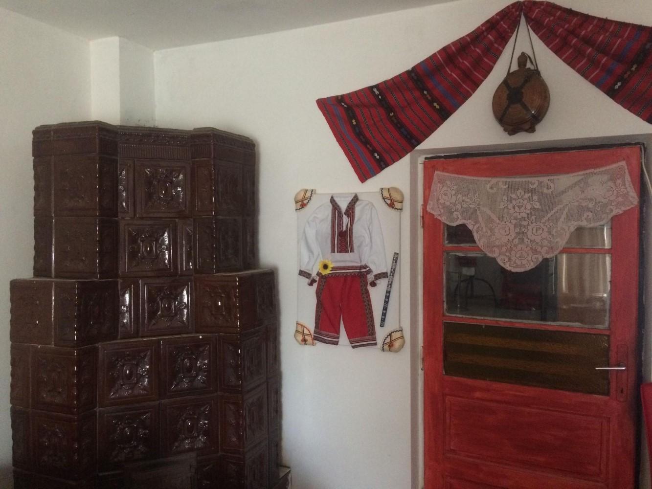 Alex și Mirela și-au dorit un trai autentic, tradițional, în propria casă