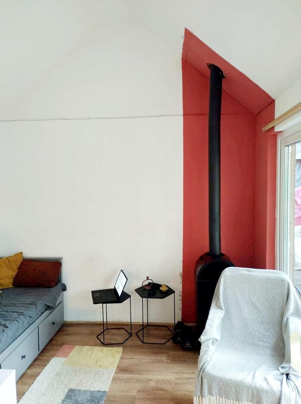 Constantin și iubita lui s-au ocupat de designul casei, cu mobila de la IKEA și JYSK