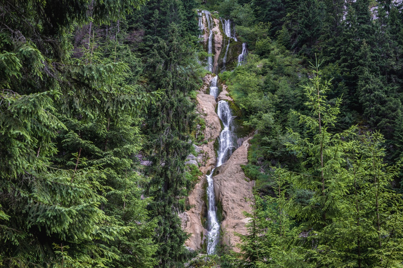 cascada cailor muntii rodnei