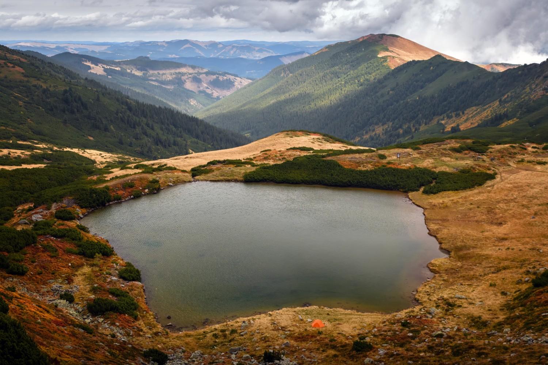 lacul lala muntii rodnei