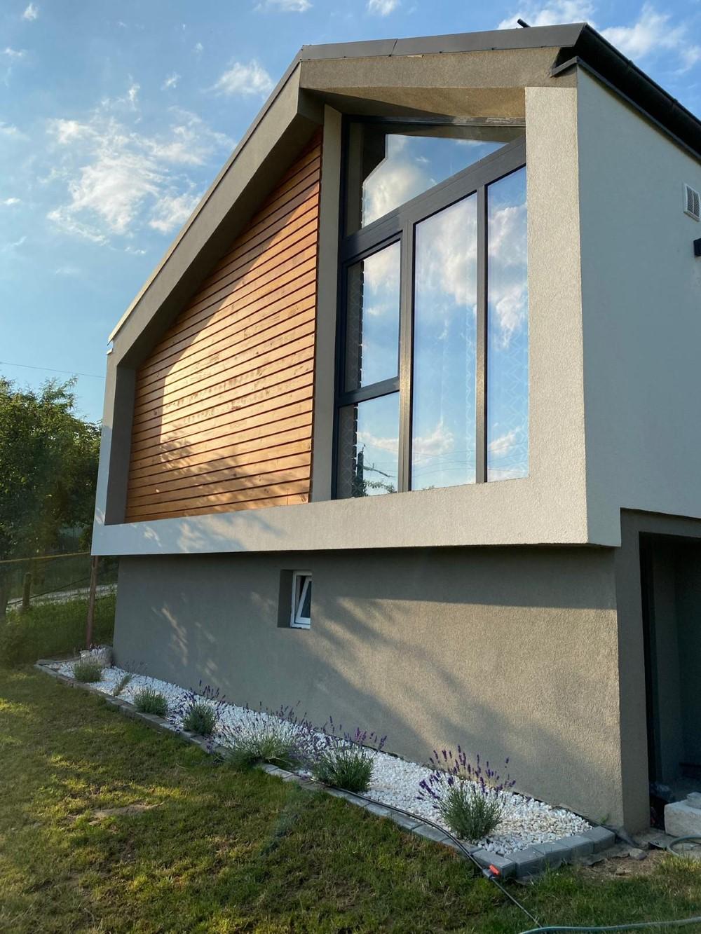 Costul final al casei, cu autorizații, mobilă, terasă a fost de 40.000 de euro