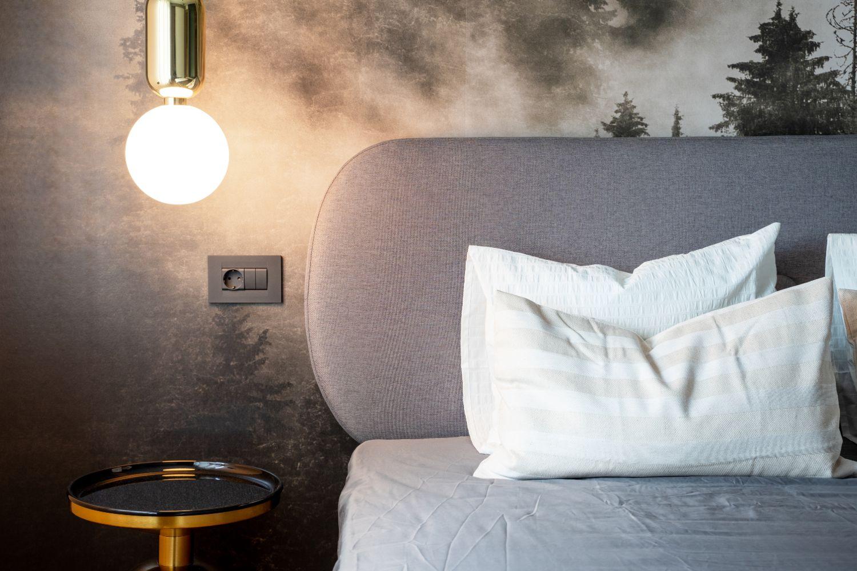 amenajare dormitor cu fototapet stil industrial pitesti
